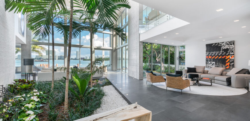 Elegant Simplicity – Magnificent Mansion on Venetian Islands