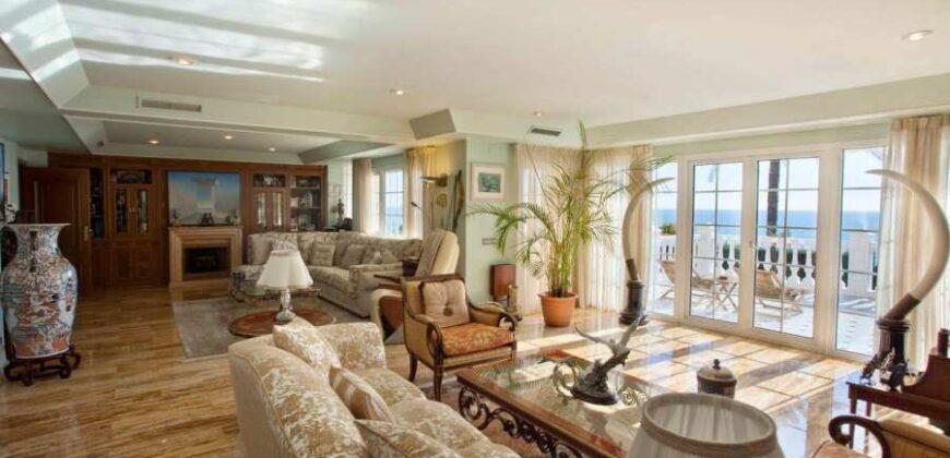 Luxury Villa in a Residential Area of Cabo de las Huertas