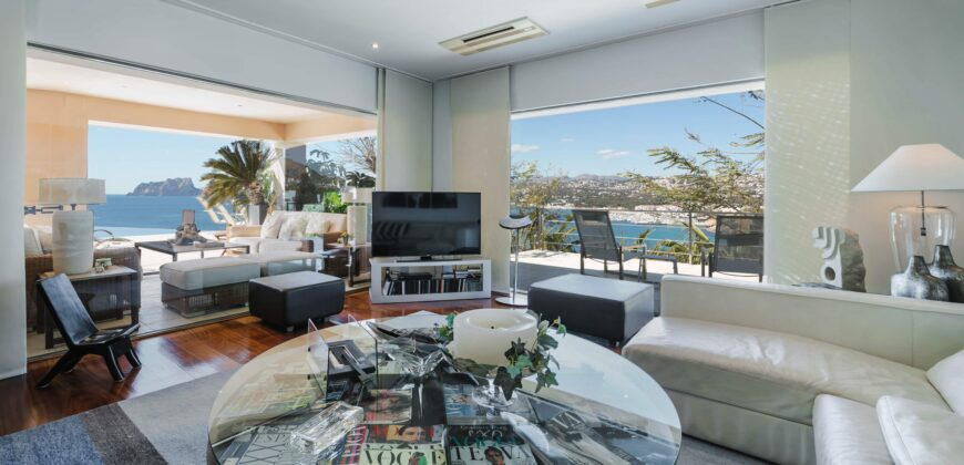 Extremely Private Property with Frontline Views