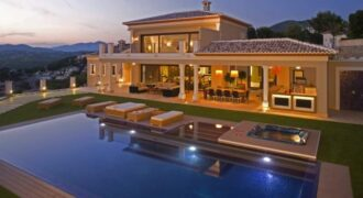 Exclusive Luxury Villa with Spectacular Mountain Views
