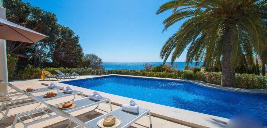 Beautiful Seafront Villa