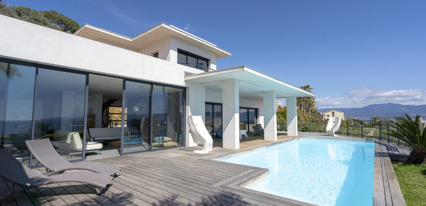 CONTEMPORARY VILLA – SANGUINAIRES – AJACCIO